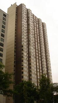 525 W Hawthorne, Chicago, IL 60657