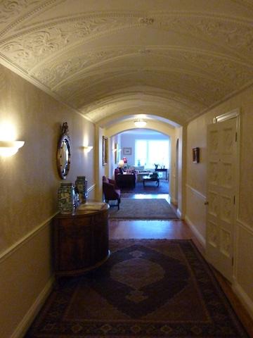2130 N Lincoln Park 2S Hallway