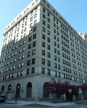 2100 Lincoln Park West, Chicago, IL 60614