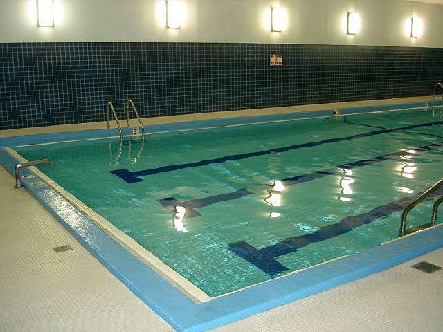 chicago-condo-indoor-pool