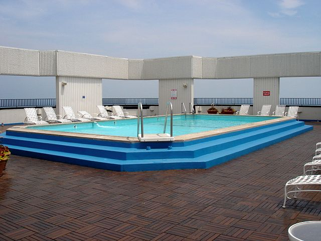 Condos with pools in chicago indoor outdoor chicago metro area real estate - Pools in chicago ...